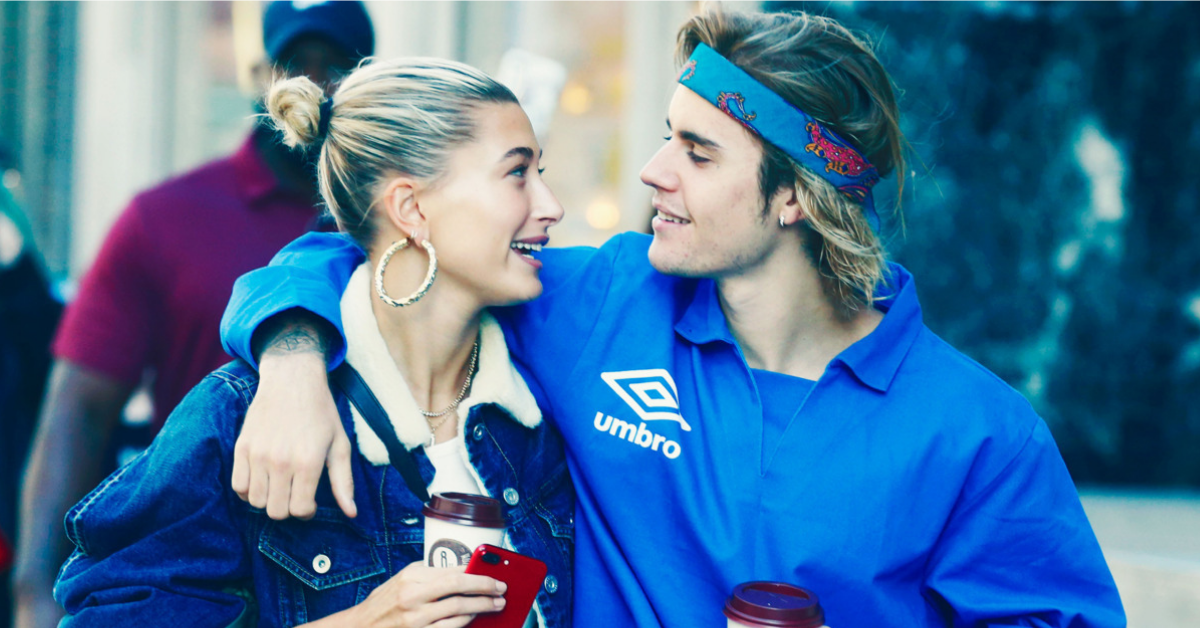 10 Body Language Signs That Show He's Into Her + 10 That Show He's Not